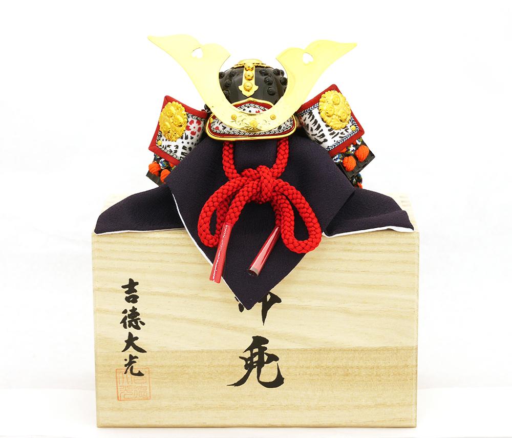 特製小型兜(桐箱入り)「大鍬形」8号